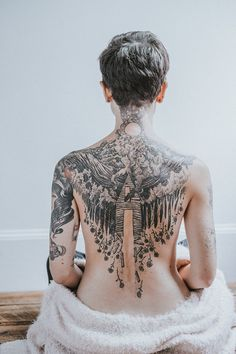 Tattoos Why? Because they're changing tattoo culture. Full Back Tattoos, Full Body Tattoo, Body Art Tattoos, Hand Tattoos, Sleeve Tattoos, Back Tattoo Women Full, Mirror Tattoos, Tattoo Girls, Girl Tattoos