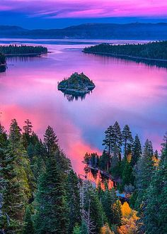 I have almost an exact photo climbing In Lake Tahoe with NO camera filter. USA, California, Lake Tahoe in the afternoon All Nature, Amazing Nature, Cool Places To Visit, Places To Go, Lac Tahoe, Beautiful World, Beautiful Places, Amazing Places, How Beautiful