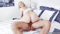 Big ass Alexis Texas gets her pussy stretched after workout