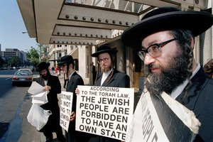 Anti-Zionist Hasidics protest in Washington, D.C., Aug. 24, 1992, outside a hotel where members of the Mideast peace talks were holding a news conference.