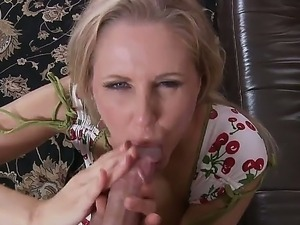 Hot mom, Julia Ann, seduces her neighbour and makes him the happiest man in...