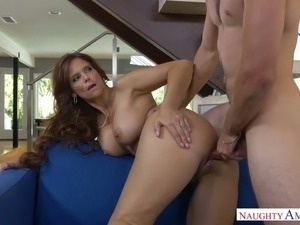 Juggy milf Syren De Mer enjoys having big cock  and gets laid